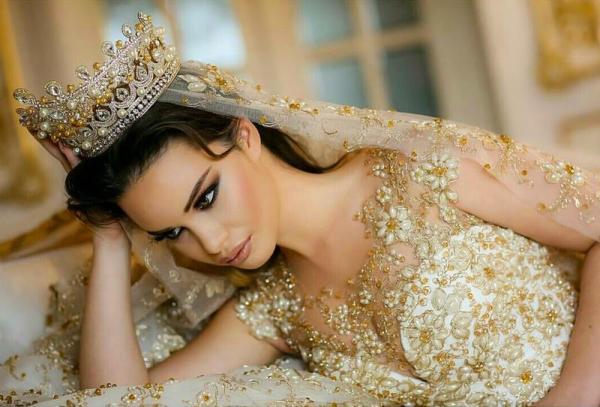 e5c309a803ba6 مجلة زهرة السوسن - تسريحات شعر فخمة للعروس