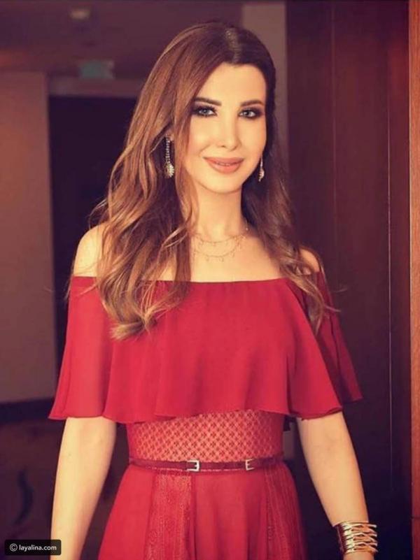 833b1f73f مجلة زهرة السوسن - نانسي عجرم تطلب تعديلاً في فستانها لتصبح أناقتها ...