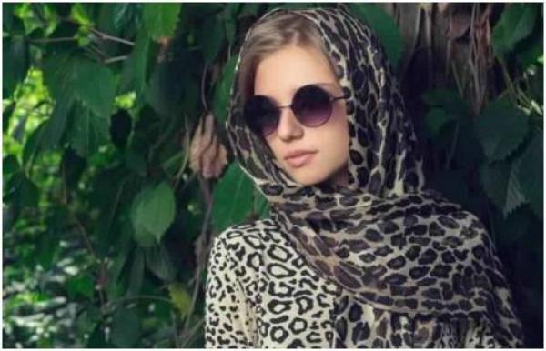 f73aaf330fa84 مجلة زهرة السوسن - ارتداء النظارة مع الحجاب.. الأناقة لها أصولها