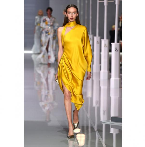 79d8f1adf مجلة زهرة السوسن - أنتِ لستِ على الموضة إن لم تمتلكي أزياء ستان ...