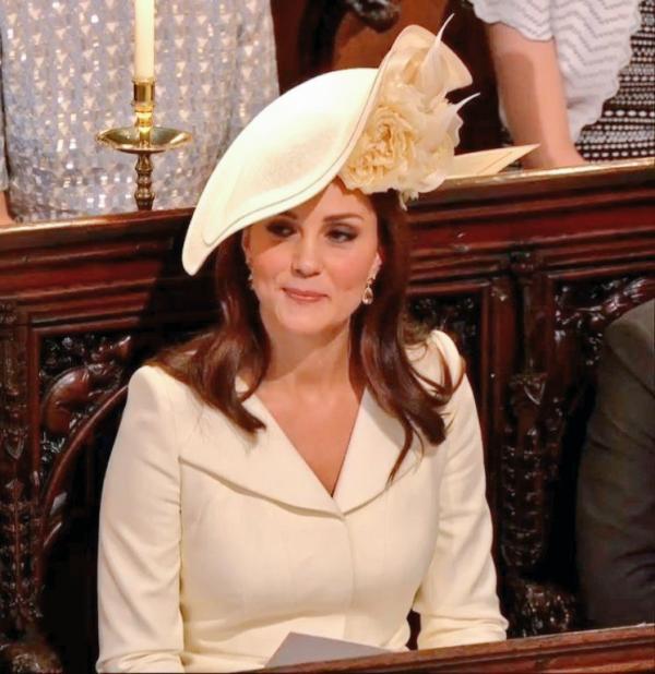 82231c6b7 ما من تفصيل ميّز إطلالة Kate Middleton خلال حفل زفاف ميغان ماركل والأمير  هاري