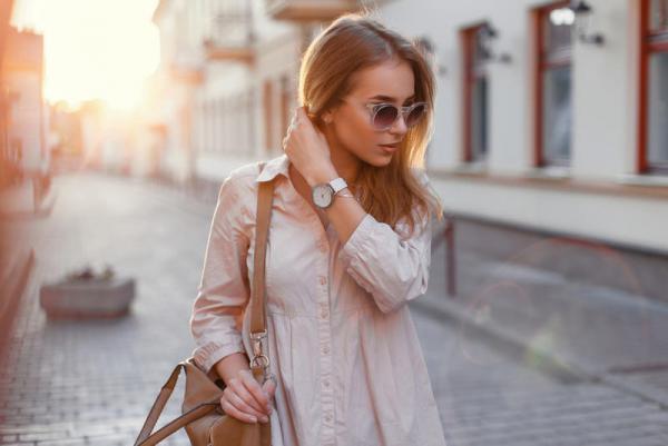 5a97658ad مجلة زهرة السوسن - كيف تؤثر النظارات الشمسية على مزاجك؟