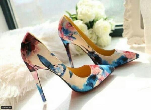 1c28b74f7 مجلة زهرة السوسن - أحذية صيفية كعب عالي تتناسب مع الجينز والسهرات