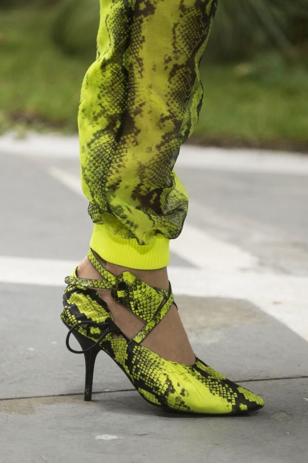 80485dd90 مجلة زهرة السوسن - أجمل، أغرب، وأكثر الأحذية ابتكاراً من أسابيع الموضة  لربيع 2019