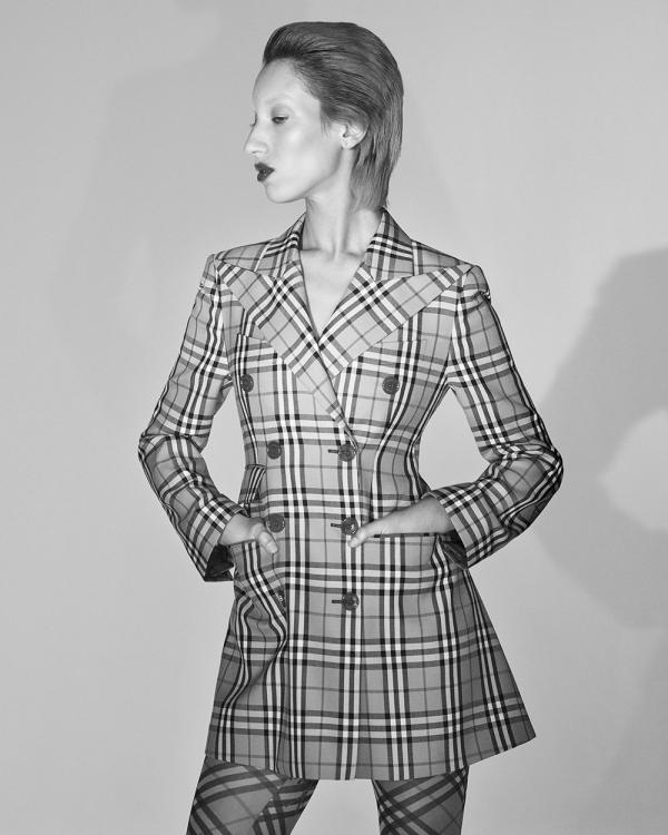 fd5feb210 مجلة زهرة السوسن - Burberry تتعاون مع دار Vivienne Westwood: كبسولة ...