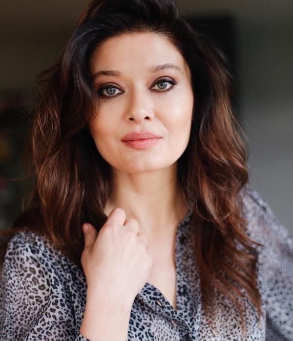 ee984594dbcee Nurgul Yeslicay هي ممثلة تركية أشهر من أن تعرّف، لمع نجمها في العالم العربي  بشكل خاص عندما لعبت دور