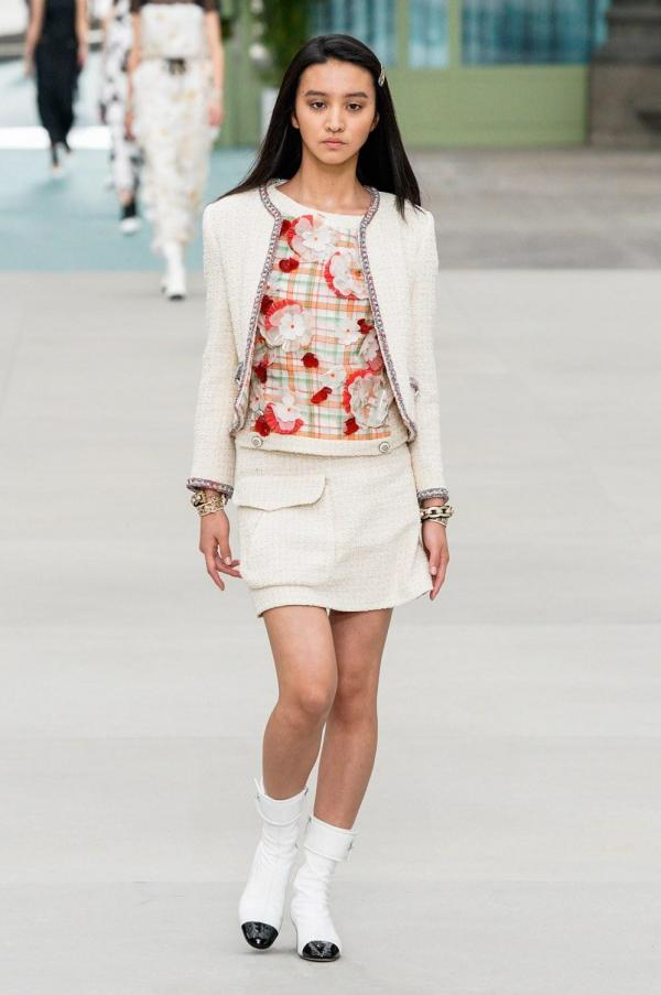146d11e81 مجموعة Chanel التحضيرية لربيع 2020: Virginie Viard تقدّم أول عرض لها بمفردها