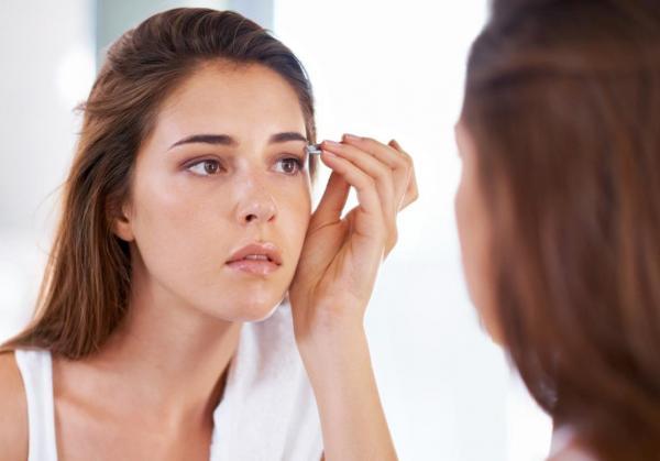 8a07e53018014 مجلة زهرة السوسن - بودرة الوجه المضغوطة  طريقة اختيارها حسب نوع بشرتك